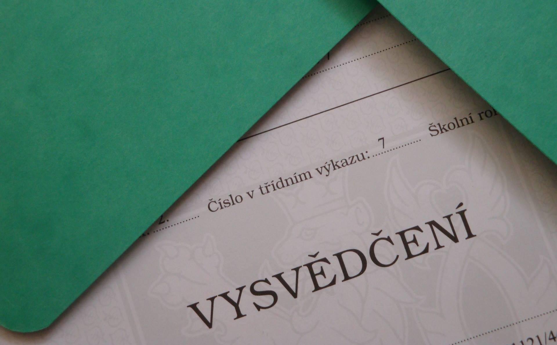 Zaveď slovní hodnocení při vysvědčení na svojí škole!