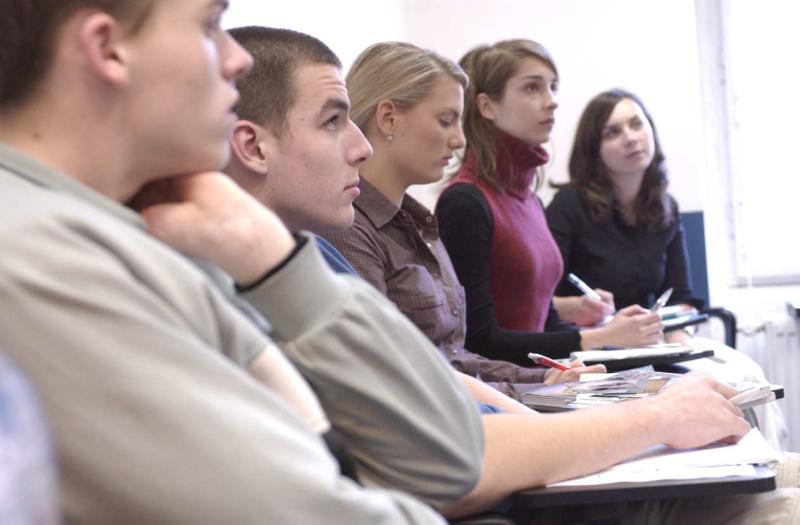 Podpořili jsme protestující studenty obchodní akademie v Rakovníku, poukazujeme na nutnost změnit systém jmenování ředitelů
