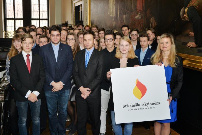 V Praze vznikl středoškolský sněm, studenti chtějí přednostně řešit dopravu a stravování