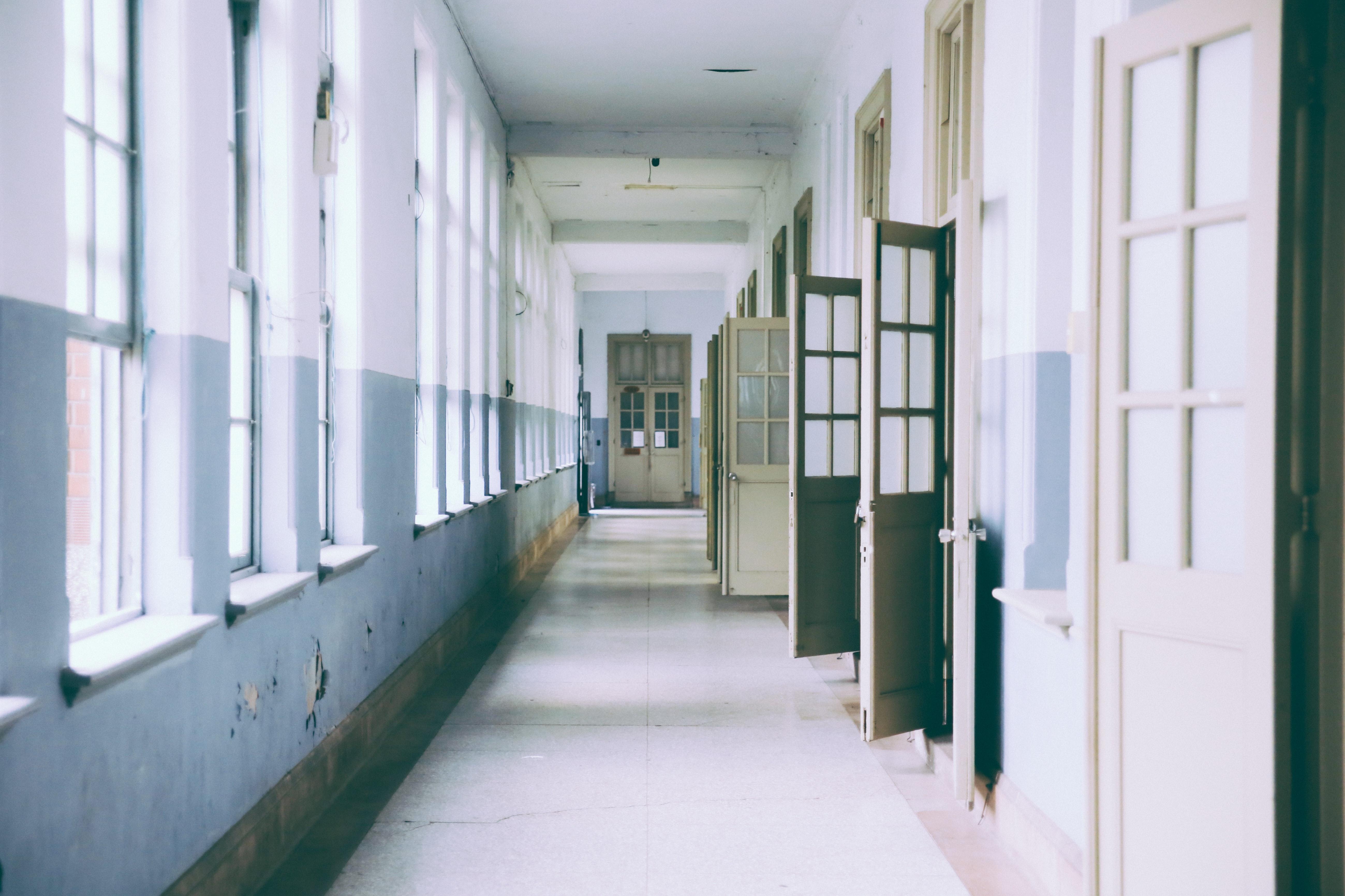 Tisková zpráva: Česká středoškolská unie rozporuje rušení lyceí v Karlovarském kraji a vyzývá kraj k revokaci usnesení
